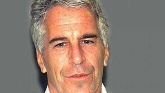 Epstein: ebbe in 'regalo' tre dodicenni. Daily Mail cita testimonianza di una vittima, arrivate da Parigi