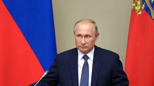"""Putin: """"Tutte le forze straniere schierate illegalmente in Siria devono andare via"""""""