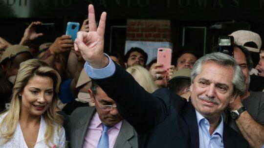 Elezioni in Argentina: trionfo peronista. Macri riconosce la sua sconfitta e si congratula con Fernández per la vittoria