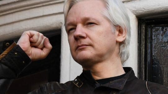 Julian Assange è stato scagionato da una delle principali accuse