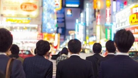 Cade un altro mito del neoliberismo: in Giappone hanno ridotto la settimana lavorativa a 4 giorni e la produttività è aumentata