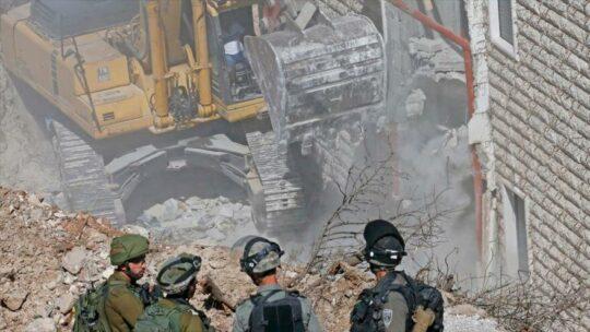 Israele distrugge altre 140 case nella Palestina occupata