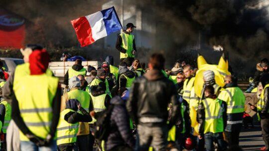 """""""Gilet Gialli"""". Risposta repressiva senza precedenti: più di 3000 condanne in un anno. La giustizia francese non era mai stata così rapida"""
