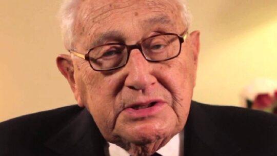 """Kissinger avverte sugli esiti """"catastrofici"""" da un conflitto tra USA e Cina, peggiori delle Guerre Mondiali"""