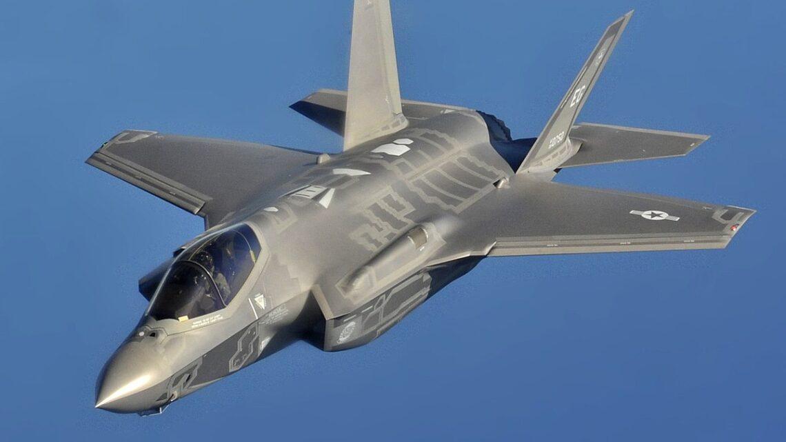 Un Paese in malora che spende 14 miliardi per i caccia F-35