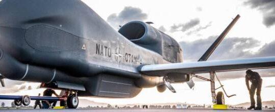 Atterra a Sigonella il primo drone Nato. L'Italia in prima linea nella «guerra dei droni»