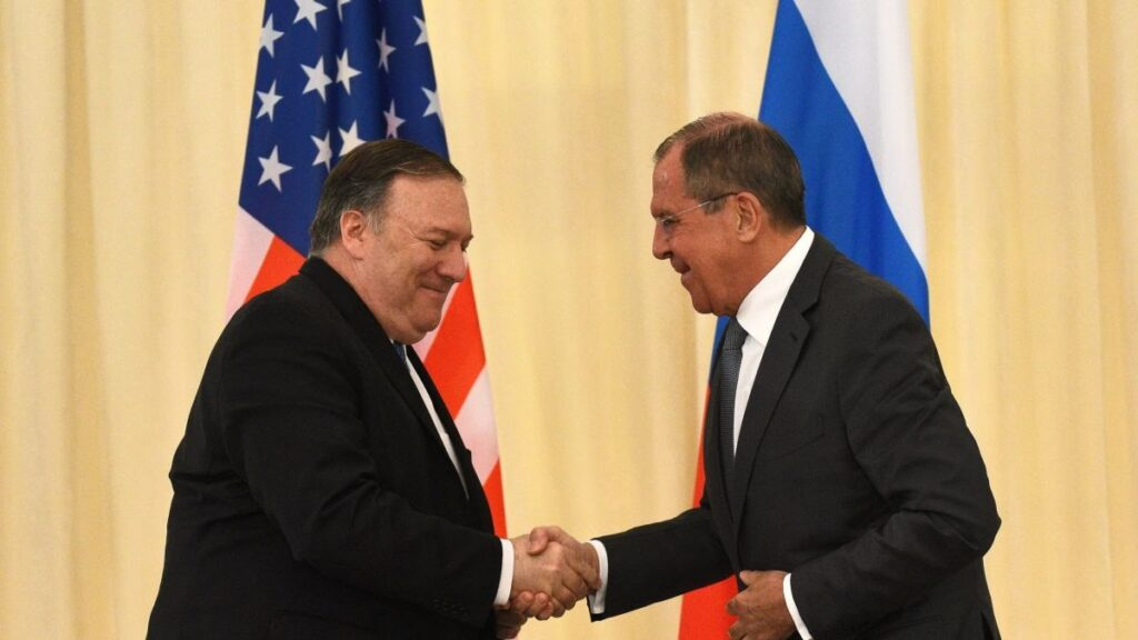 Il ministro degli Esteri russo Sergey Lavrov ed il segretario di Stato americano Mike Pompeo si sono parlati a Washington