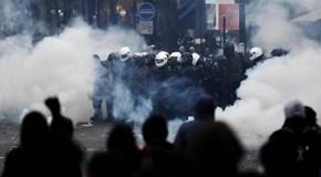 Francia. Parigi e altre città si trasformano in campo di battaglia contro la Riforma delle pensioni. Trasporti paralizzati, Scuole e Università chiuse