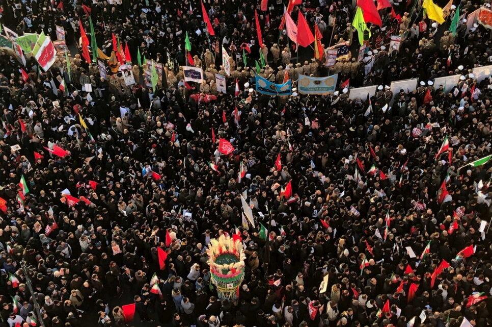 In diretta da Teheran i funerali di Qasem Soleimani, milioni di persone per le strade della città