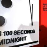 """Orologio dell'Apocalisse, gli scienziati: """"Mancano solo 100 secondi alla fine del mondo"""""""