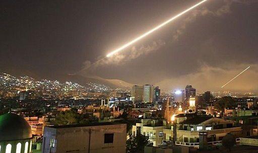 Contraerea siriana respinge attacco missilistico a base militare nella provincia di Homs