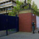 """Fermato per alcune ore l'ambasciatore britannico in Iran per aver partecipato e """"condotto azioni radicali"""" in manifestazione di protesta a Teheran"""
