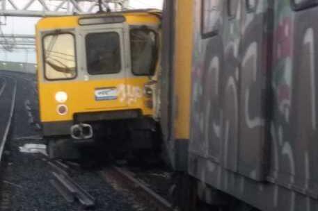 Scontro fra treni della metro a Napoli: macchinista sotto choc e 9 feriti lievi