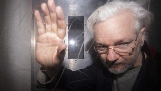 L'avvocato di Assange assicura che ci sono molte prove sullo spionaggio ai danni del suo assistito, incluso un microfono in bagno