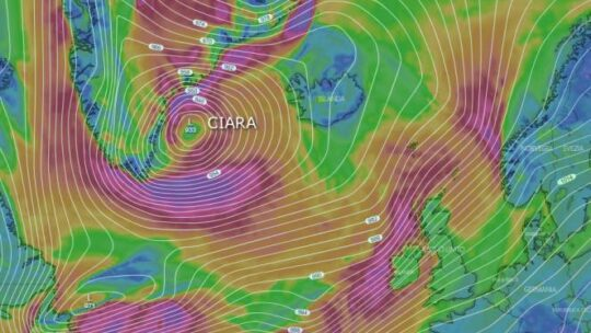 Il ciclone Ciara continua ad abbattersi sul Nord Europa in queste ore