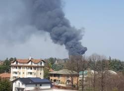 """Incendio della Gallazzi, Arpa: """"Non rilevati aumenti significativi di inquinanti"""""""