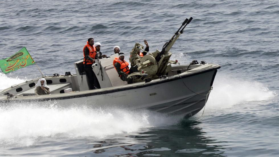 L'Iran intercetta navi della Marina statunitense che agiscono in modo provocatorio nel Golfo Persico