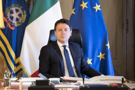 Il premier Giuseppe Conte ha firmato il dpcm proroga blocchi fino al 13 aprile
