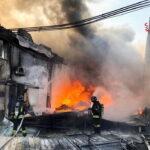 Napoli, esplosione in una fabbrica che produce plastica e gomma: un morto e due feriti, di cui uno è grave