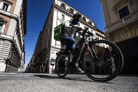 Caporalato su rider, Tribunale commissaria Uber Italy