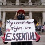 """""""Non ci faranno tacere"""": gli attivisti del Michigan sono stati chiari dopo che Facebook ha rimosso il gruppo anti-blocco con 380.000 membri"""