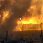 Incendio al Ministero del Lavoro, nube di fumo nera