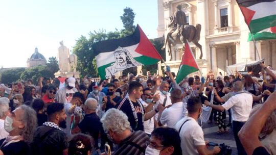 """Migliaia in piazza per la Palestina: """"È giunto il momento di dire 'Basta'!"""""""