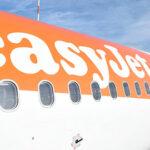"""""""Calabria terra di mafia e terremoti"""", scoppia la polemica sulla scritta di EasyJet"""