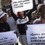 """""""Non siamo cavie"""". Proteste in Sudafrica contro il vaccino di Oxford"""