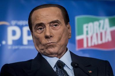 """La riabilitazione a """"martire della patria"""" di Berlusconi ha un solo obiettivo"""