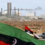Missione disperata di Descalzi in Libia per salvare i pozzi petroliferi dell'ENI