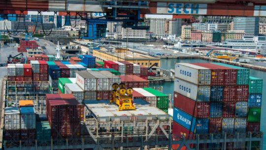 Via della Seta in salita. I cinesi scappano dal porto di Genova