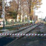 Passaggio a livello guasto, travolta e uccisa dal treno