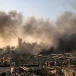 """Beirut invasa da gas tossici. Aria irrespirabile: """"Chi può lasci la città"""", l'appello del Ministro della salute"""