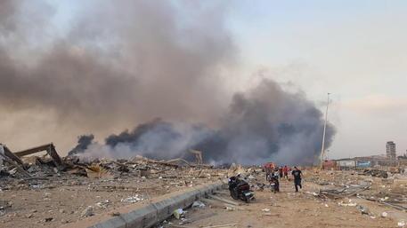 Beirut, esplosioni nel porto della città: almeno 10 morti e centinaia di feriti (video)
