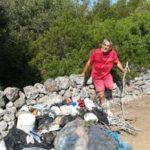 """55enne ripulisce il parco: """"Il bene genera bene"""""""