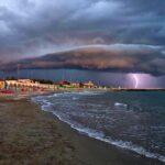Maltempo: vento forte e pioggia, un morto in Lombardia