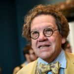 È morto Philippe Daverio, storico e critico d'arte. Aveva 70 anni