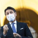 Conte firma il dpcm: stop a movida e gite, niente didattica a distanza