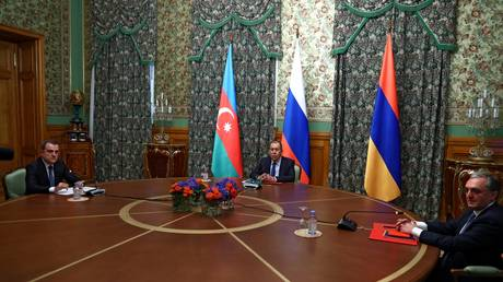 Armenia e Azerbaigian acconsentono al cessate il fuoco nel Nagorno-Karabakh