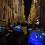 Manifestazione a Firenze; violenze anche da parte della polizia (Video)