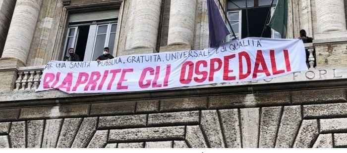 """Roma, al grido """"riaprite gli ospedali!"""", occupato il Forlanini"""