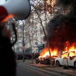 Violenti scontri sono scoppiati a Parigi in mezzo alle proteste di massa contro le brutalità della polizia e un il nuovo disegno di legge (Video)