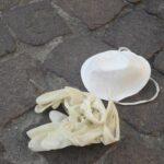Covid, record di rifiuti: 300mila tonnellate tra mascherine e guanti