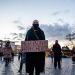 Polonia, stop alla legge anti-aborto dopo le proteste: la vittoria delle donne
