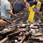 Arma il prossimo tuo. Impennata di vendite di armi negli Stati Uniti