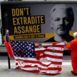 Il governo del Regno Unito (cosi come gli Usa) spera che Julian Assange muoia in prigione - Roger Waters a RT