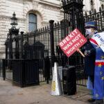 Regno Unito e UE trovano un accordo commerciale post-Brexit dopo 11 ore di colloqui