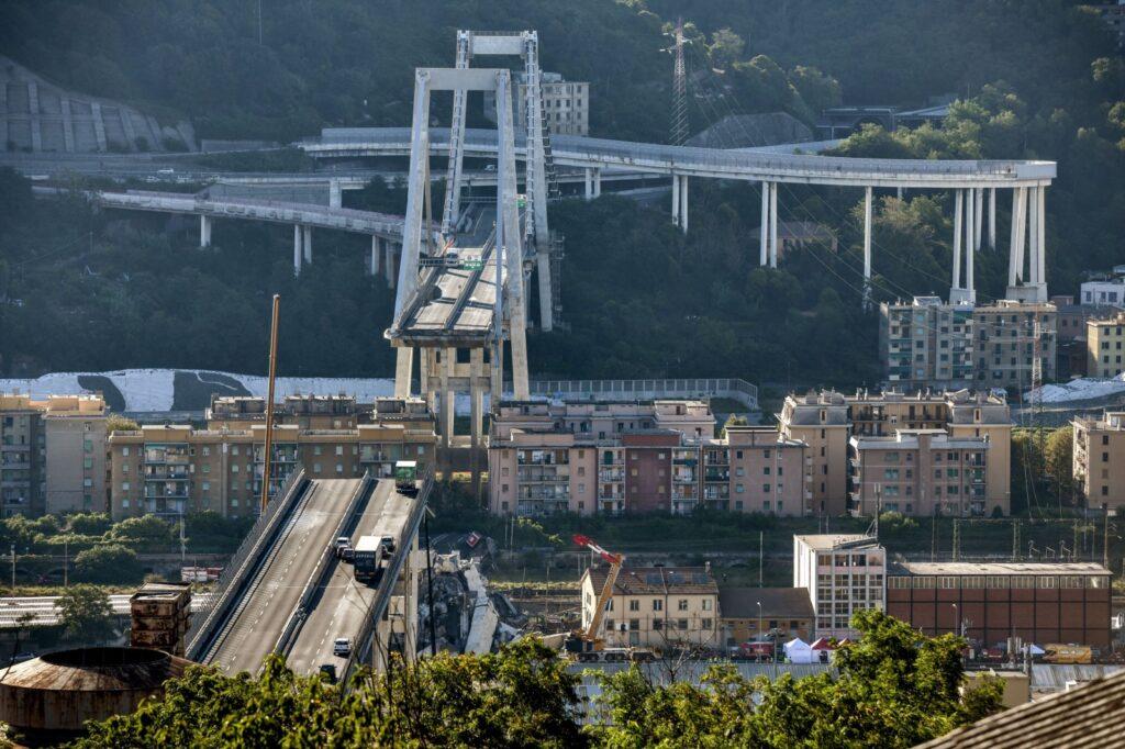 """Ponte Genova, la procura ipotizza il reato di """"crollo doloso"""""""