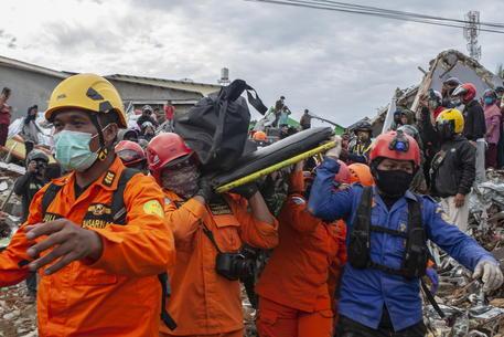 Sisma Indonesia, il bilancio sale a 56 morti